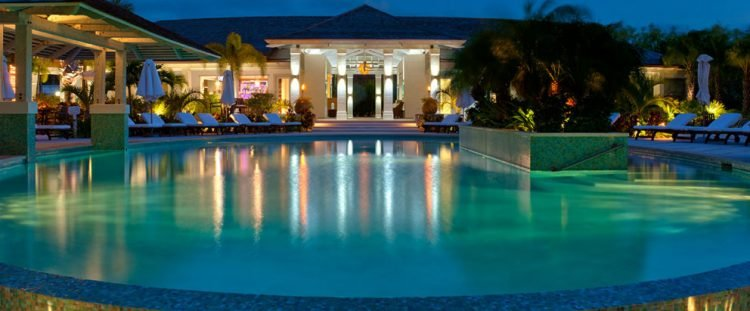 homepage_poolnightview