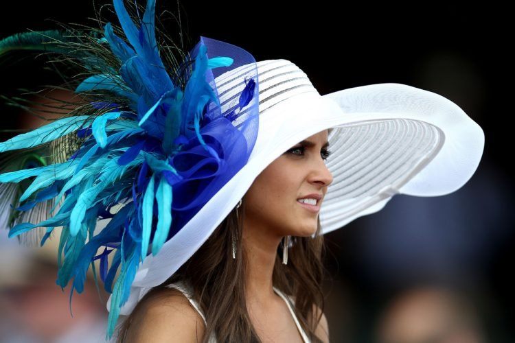 Blue-feathers-sprung-from-hat-2012-Kentucky-Derby