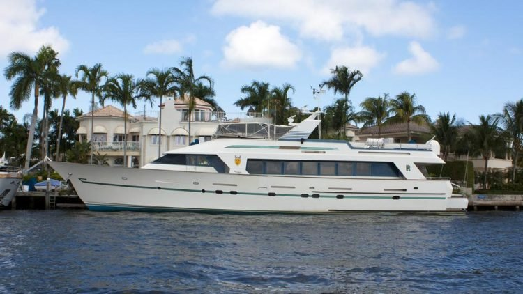 R Rendezvous Yacht