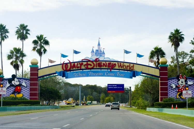Walt-Disney-World-entrance