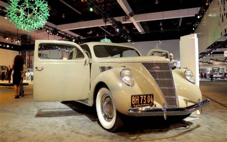 1937 Lincoln Zephyr Coupe-Sedan