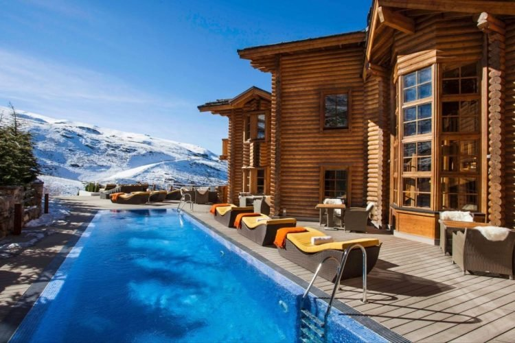 El-Lodge-Sierra-Nevada-Outdoor-Pool-1200x800