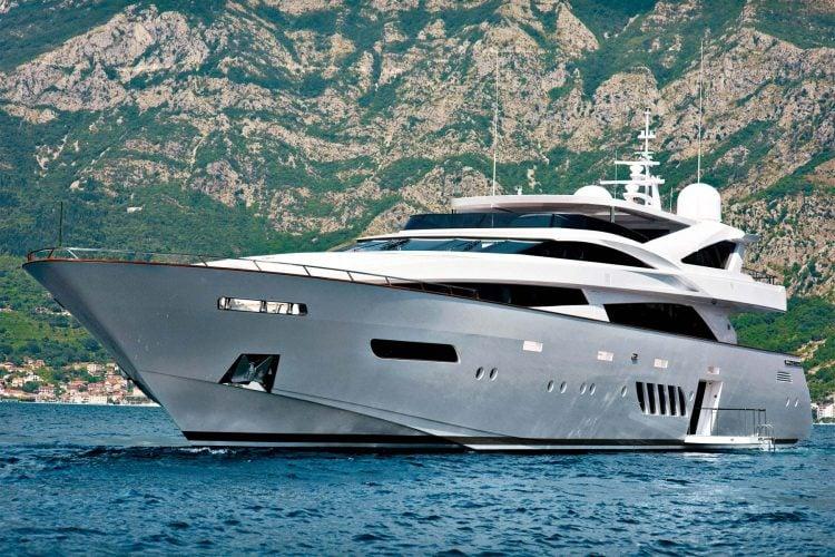 dominator-40M-yacht-exterior-007