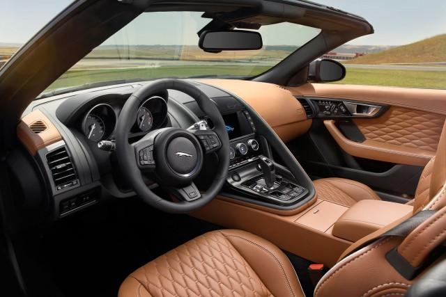 2017-Jaguar-F-Type-SVR-cabin-02-640x427