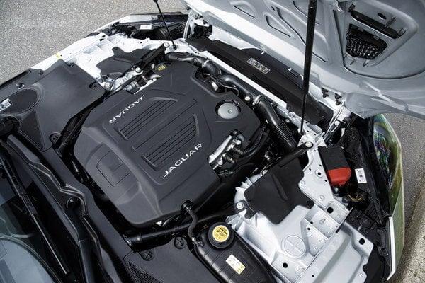 2017-jaguar-f-type-31_600x0w