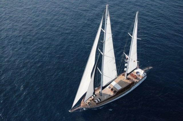 Blue-Eyes-yacht-2