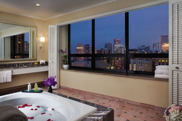 Chicago Hotel Rooms With Two Bathrooms