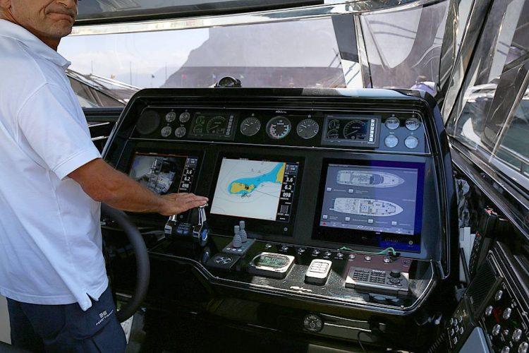 riva-yacht-control-center
