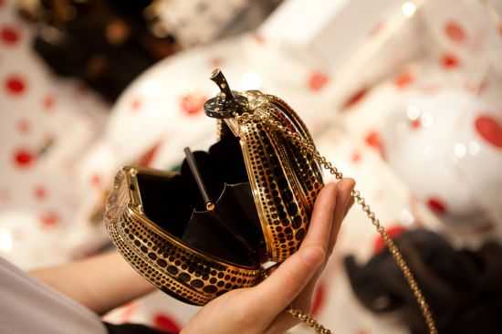 133430_louis_vuitton_jewel_bag_pumpkin_minaudire_by_yayoi_kusama_to_debut_at_selfridges_t6ppg