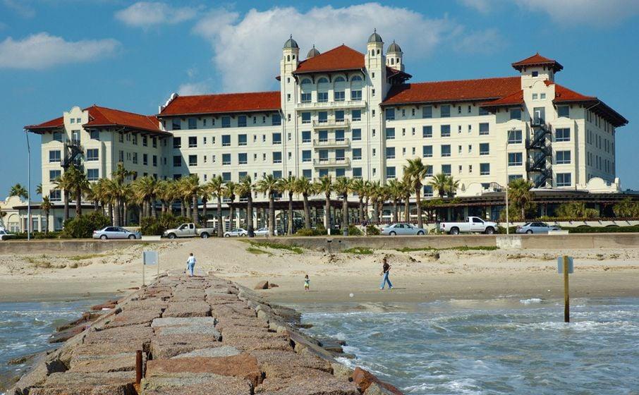 destinations hotels en inn near in texas us moody resort garden galveston attractions gardens holiday