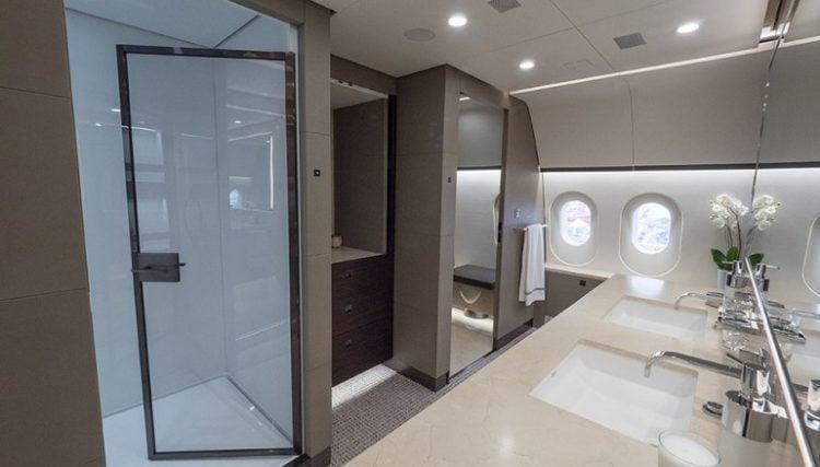 boeing-787-8-master-bath-01