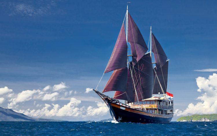sailing-around-indonesia