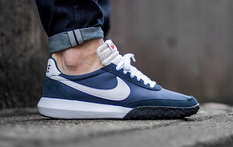 90256b29aeaa The Top Five Nike Roshes for Men
