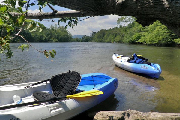 kayak-the-french-broad-river