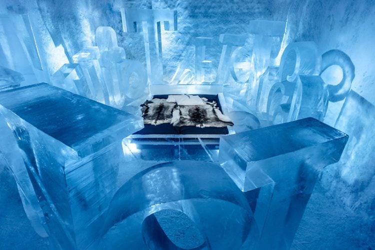 ice-hotel-art-type-011216-1156-01