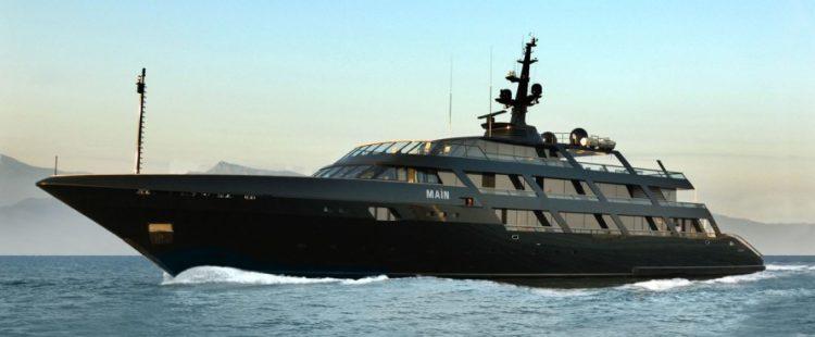Giogio Armani - super yacht