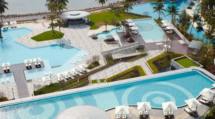 Situated On The Sline Of China S Dadonghai Bay Shanhaitian Resort Was Only Recently Completed Making It One Marriott Newest Resorts