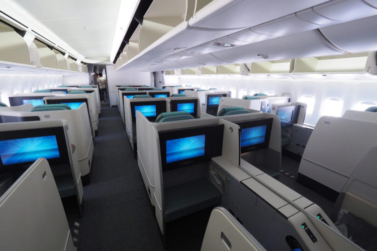 what it 39 s like to fly korean air business class. Black Bedroom Furniture Sets. Home Design Ideas