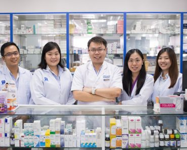 How to Become a Pharmacy Technician and the Salary to Expect