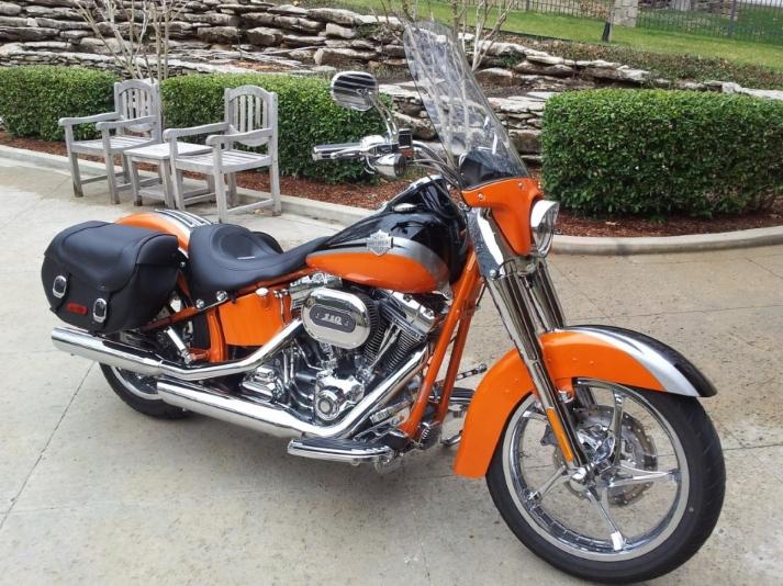 2006 Harley Davidson VRSCSE2 in orange