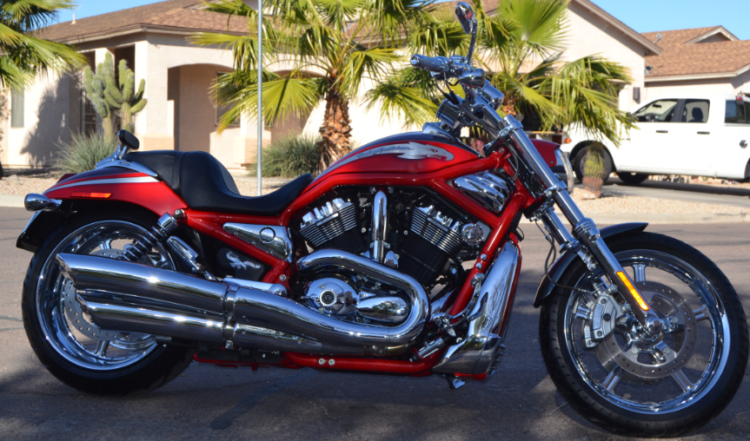 2006 Harley Davidson VRSCSE2 in red