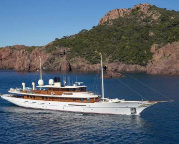 A Closer Look at J.K. Rowling's Yacht Vajoliroja