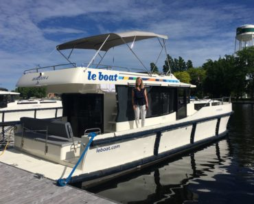 Why You Should Cruise The Rideau Canal in a Luxury Le Boat Houseboat This Season