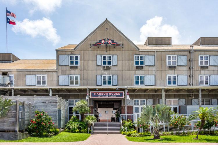 Harbor House Hotel & Marina at Pier 21