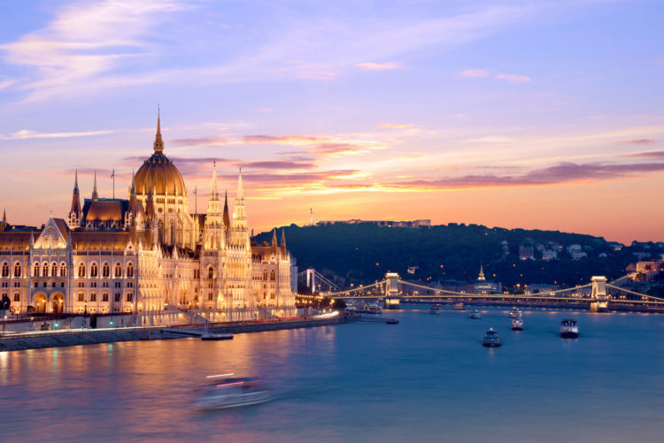 cruise and dinner excursion on the Danube