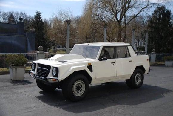 1987 Lamborghini LM002 1
