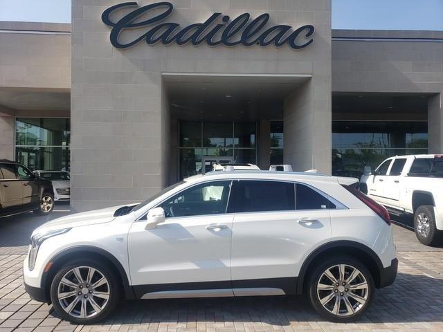 2020 Cadillac XT4 side 1