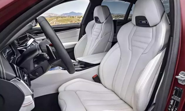 2021 BMW M5 interior 1