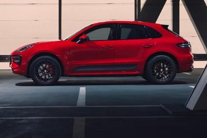 2022 Porsche Cayenne GTS side