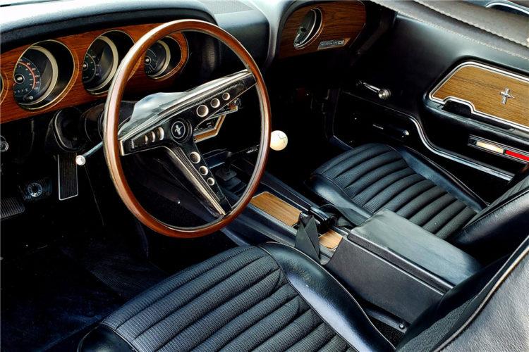 Boss 302 Mustang interior