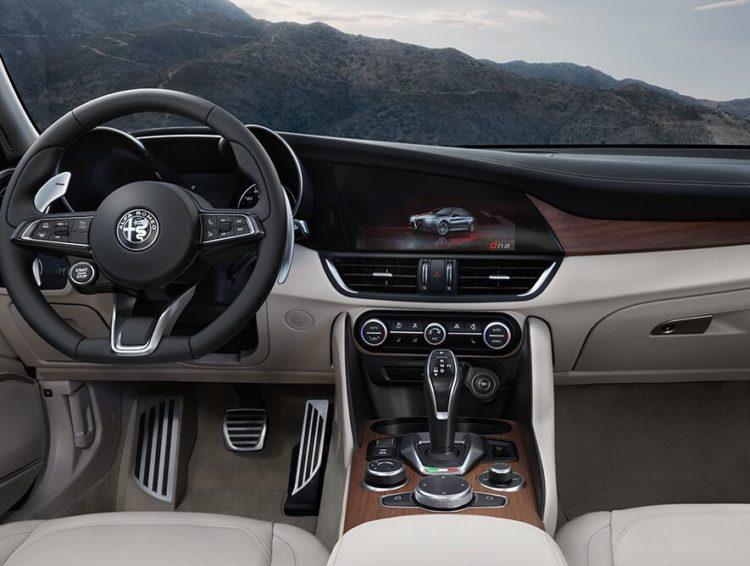 2020 Alpha Romeo Giulia interior