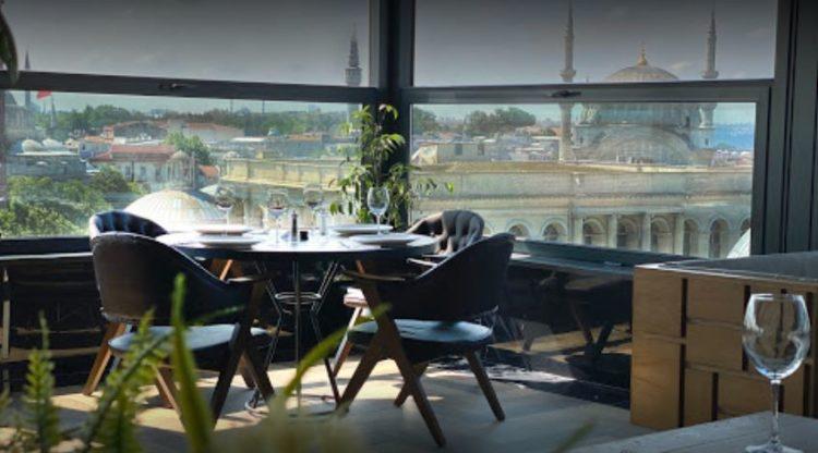 Loti Cafe & Roof Lounge