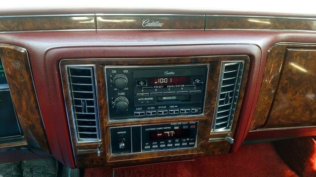 Cadillac Brougham 3