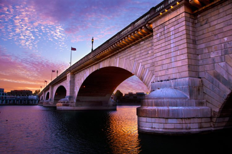 Stroll London Bridge