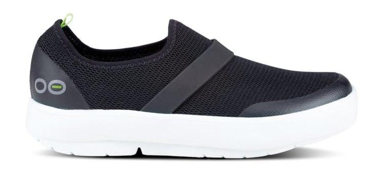 OOFOS Women's OOMG Low Shoe in White & Gray