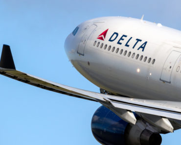 Why A Delta Pilot is Suing the Airline for $1 Billion
