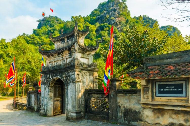 Visit Dinh Tien Hoang