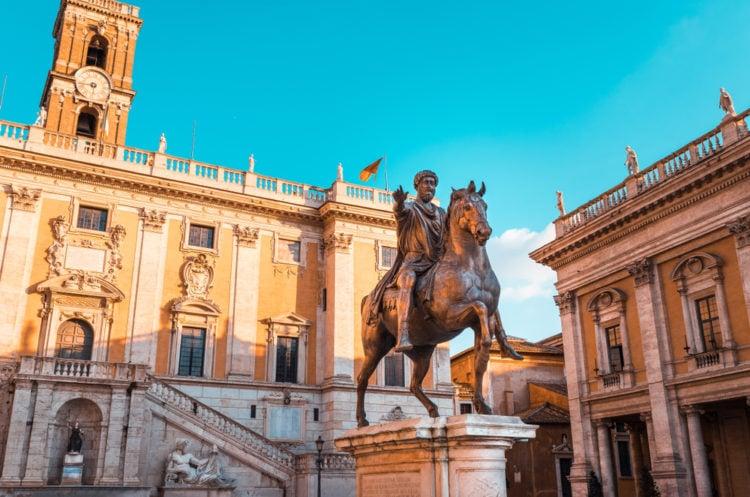 Visit Piazza del Foro