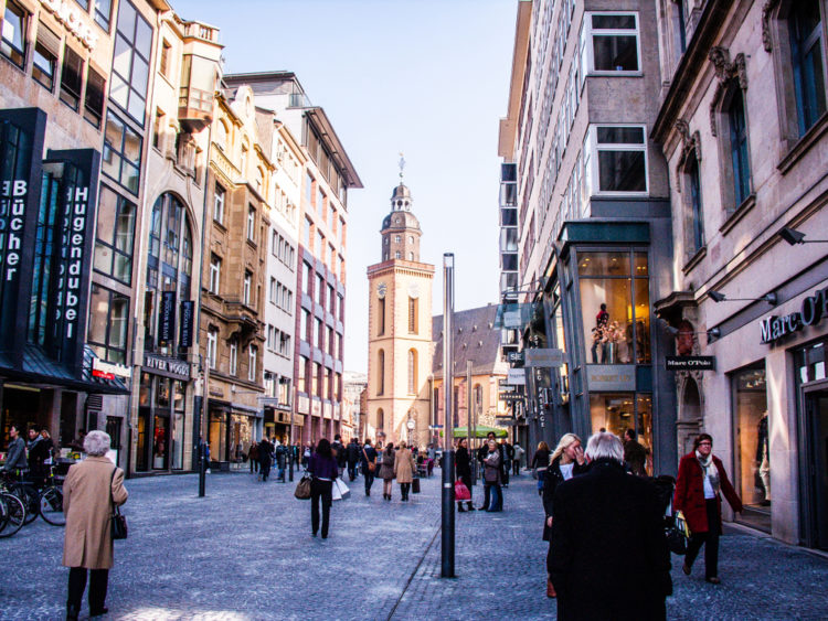 Browse the shops on the Fifth Avenue of Germany