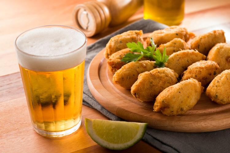Grab a beer at Taberna do Ganhão
