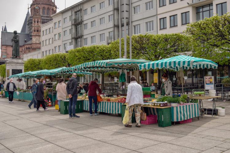 Shop till you drop at Erzeugermarkt Konstablerwache