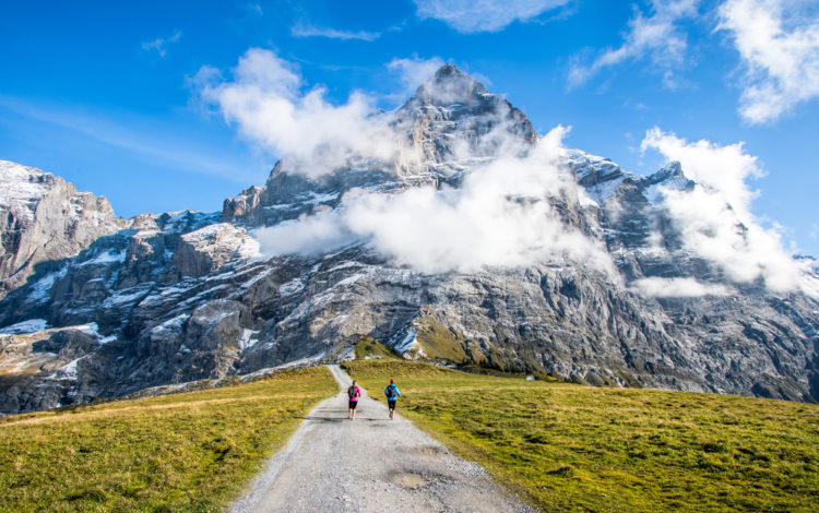 Take a bus to Grosse Scheidegg