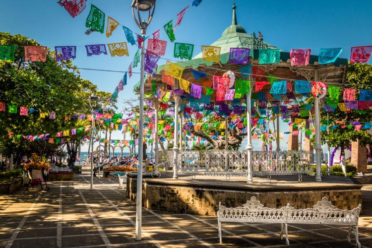 Tour the plazas