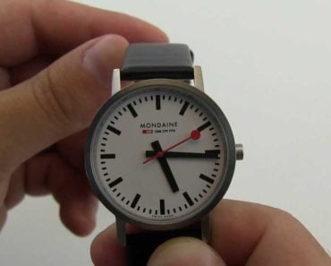 A Closer Look at the Mondaine Official Swiss Railways Evo 2 Automatic Watch