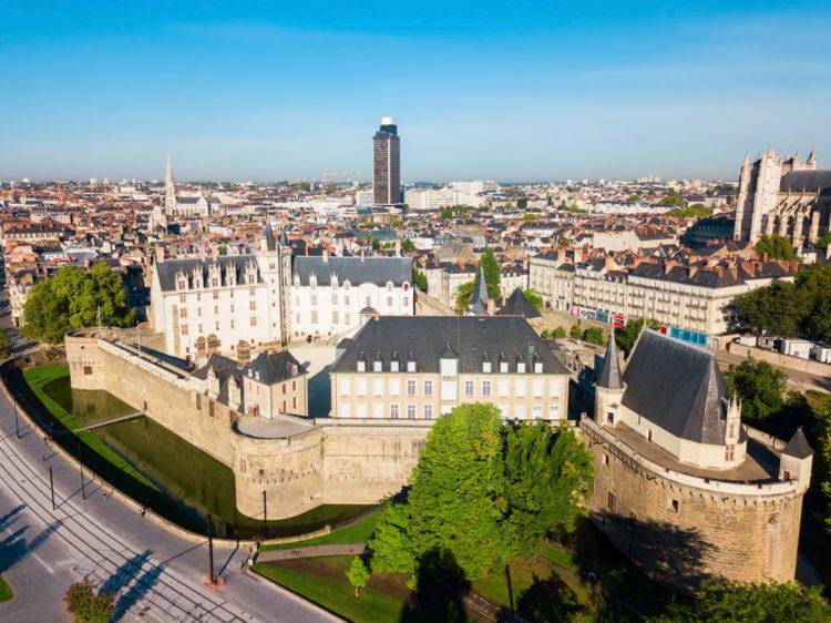 Take a tour to Château des Ducs de Bretagne