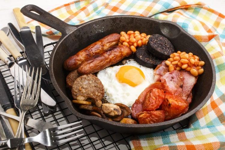 Tuck into a full Irish breakfast at Yummy Cafe Market